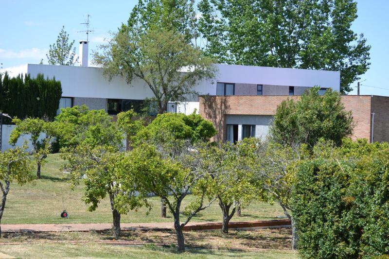 Quiet spa and trendy villa in Alentejo Portugal, vacation rental in Montemor-o-Novo