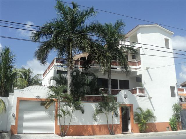 Front view of Villa Miranda