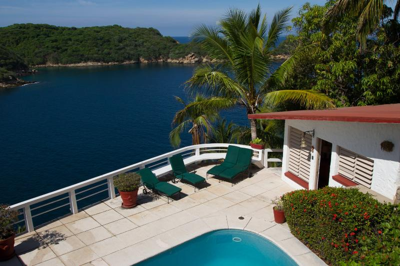 Exclusive Oceanfront Villa Private Ocean Access – semesterbostad i Acapulco