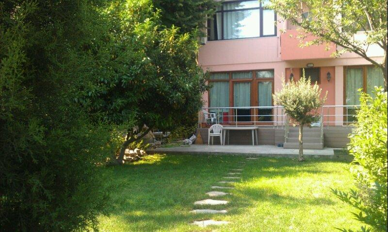 Superb House With Marvelous Garden, holiday rental in Istanbul