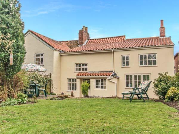 CLEMATIS COTTAGE, character cottage, lawned garden, within walking distance to, location de vacances à Donington On Bain