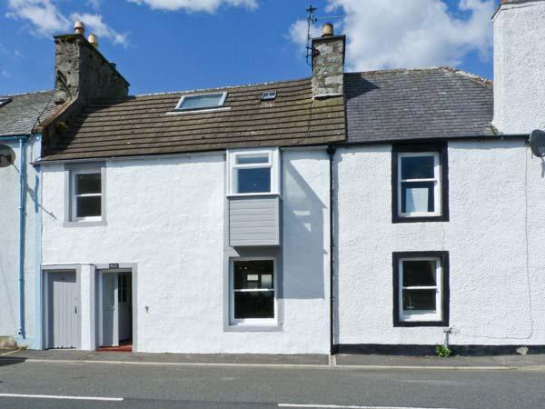 DUCKET COTTAGE, open fire, pets welcome, close to the coast, two en-suites, in, holiday rental in Garlieston