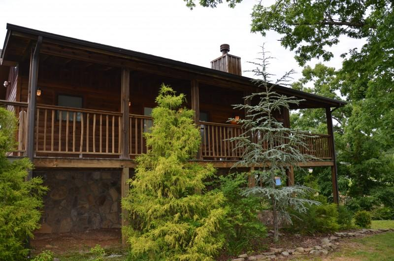 Smokey Trails - 1 bedroom studio cabin in the heart of Wears Valley