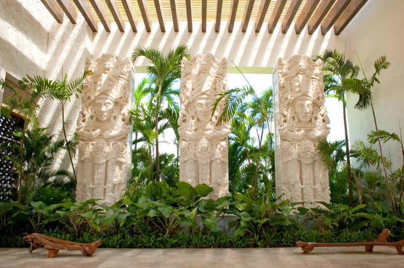 Entrada al Grand Mayan Resort - Acapulco, México