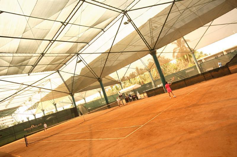 Canchas de tenis de arcilla en el Grand Mayan, Acapulco
