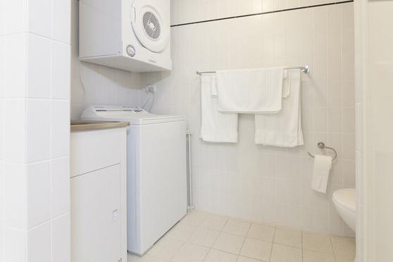 Blanchisserie y compris laveuse et sécheuse