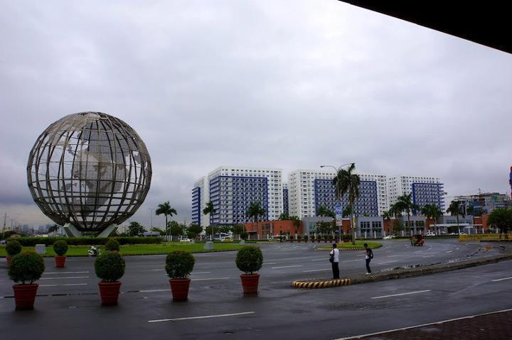 walking distance to Sm Mall of asia