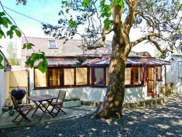 TY TAID, woodburner, WiFi, ground floor accommodation in Llanddaniel Fab, Ref, vacation rental in Gaerwen