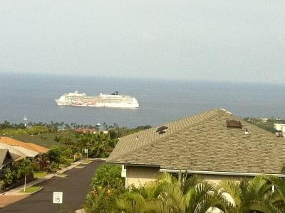 Wake up to a cruise ship view from the lanai.