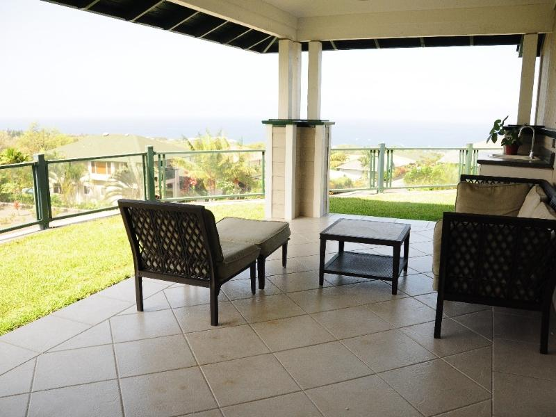 Back lanai with the panoramic ocean view.