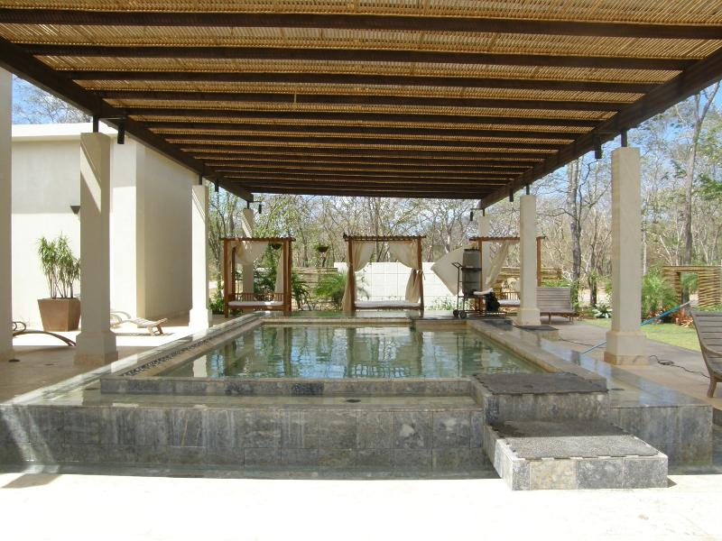 Hot and Cold Plunge Pools at the Spa