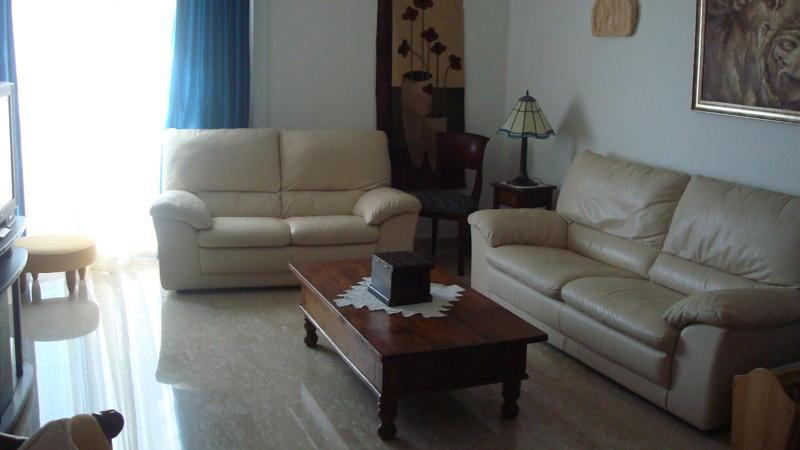 Limassol beach apartment, Amathus area, holiday rental in Lythrodontas