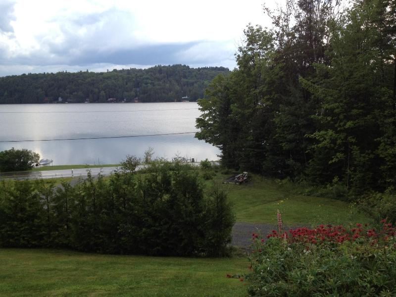 Cottage on the Lake, Glover Vermont, holiday rental in Irasburg