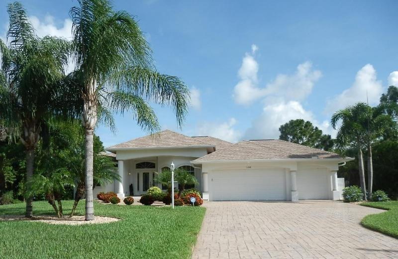Sand Dollar Villa - Beautiful villa nestled between 2 wooded lots.  Our home is a rare find!