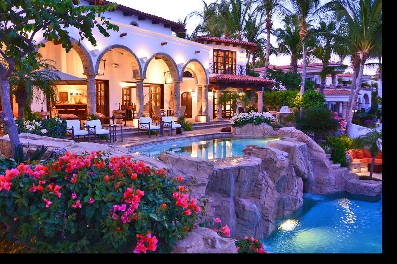 Exclusive 6 Bedroom Palmilla Beachfront Villa Near The One & Only Palmilla Hotel, location de vacances à San Jose Del Cabo