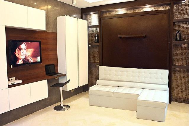 Spot - armarios, sofá del salón - TV Led y sistema de sonido en la parte superior trasera