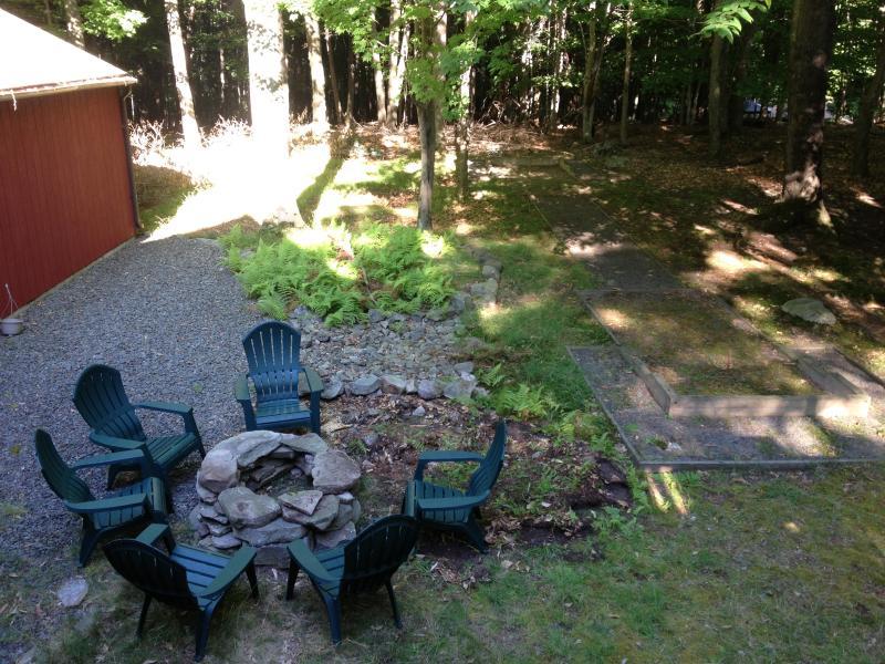 horseshoe court backyard