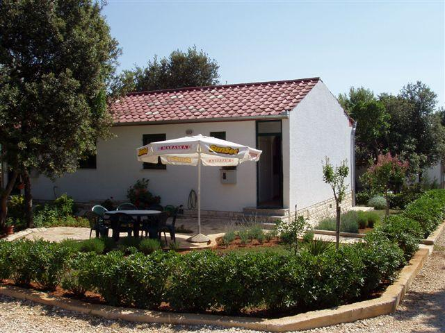 Two bedroom with sofa bed, holiday rental in Petrcane
