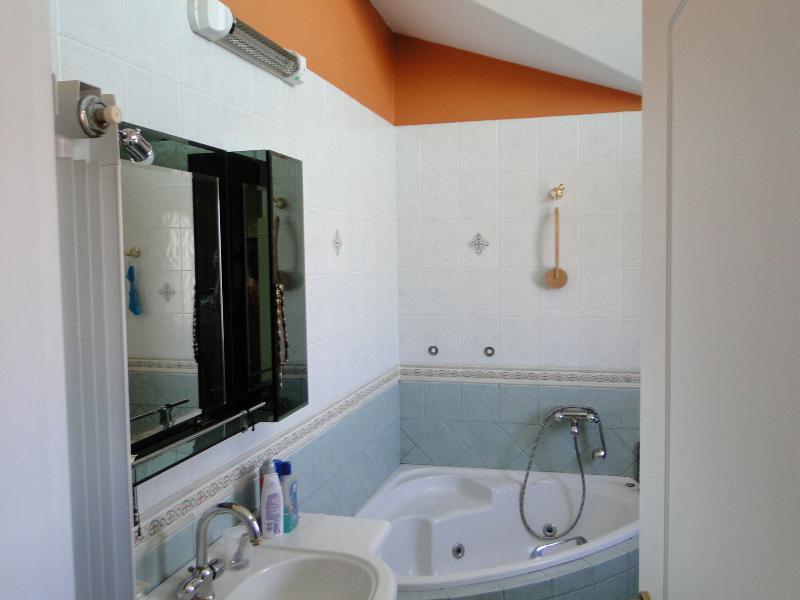 Top floor main bathroom
