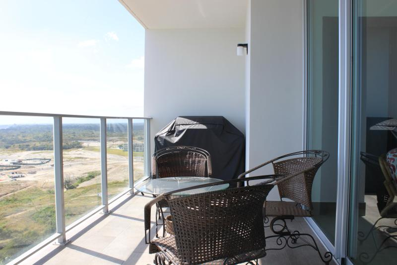 Balcony with Grill