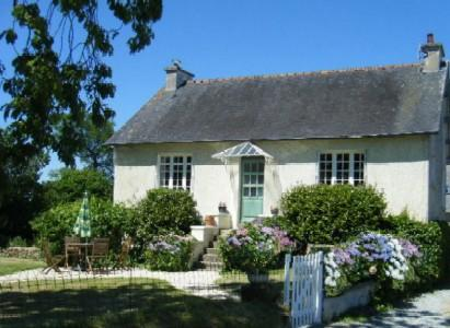 La Belle Maison, a charming detached country cottage with enclosed garden, vacation rental in Meneac