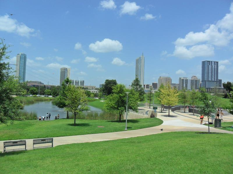 Walk to Parmer Event Center ,Lady Bird Lake & Downtown