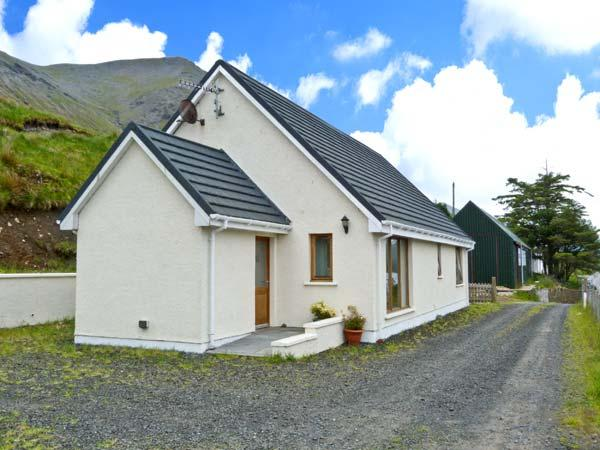 TIGH NA CREAG, detached, all ground floor, off road parking, in Portree, Ref, Ferienwohnung in Carbost