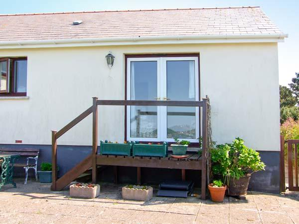 WATER'S EDGE cosy cottage, next to estuary, all ground floor, casa vacanza a Houghton