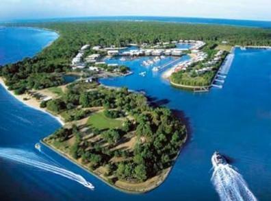 Couran Cove marina