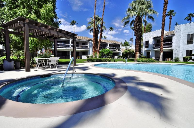 Gorgeous Pool and Spa just steps from the condo - heated year-round