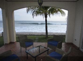 On the Beach - Closest Condo to Panga Drops, vakantiewoning in Tola