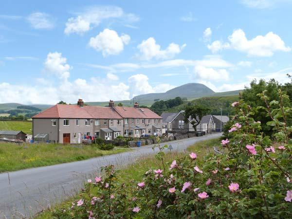 4 HELWITH BRIDGE COTTAGES, family and pet friendly cottage, woodburner, holiday rental in Feizor