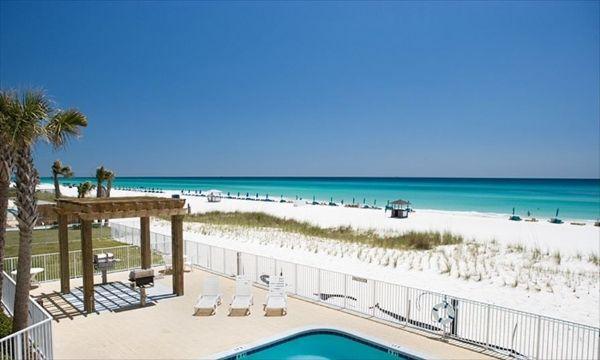 Propriété directe en bord de mer avec piscine et vue sur le golfe