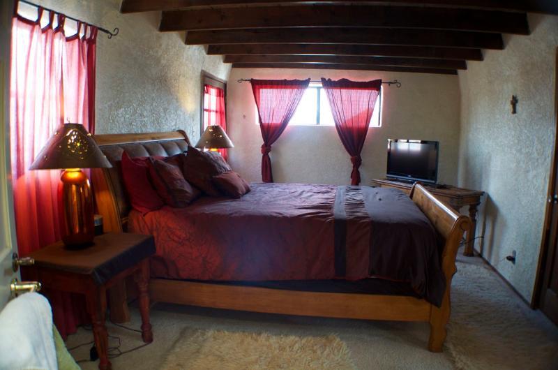 Upstairs Queen size bedroom