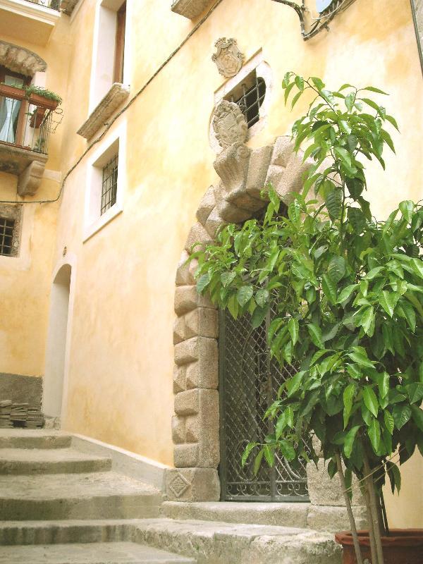 Portale di ingresso al Palazzo