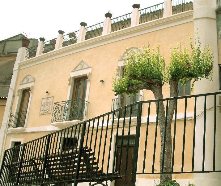 Palazzo Lupis, B&B - Grotteria, Calabria, Italia, holiday rental in Gioiosa Ionica