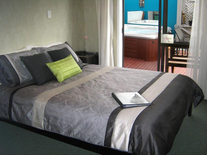 Rotorua City Homestay B&B, Room 1, vacation rental in Rotorua