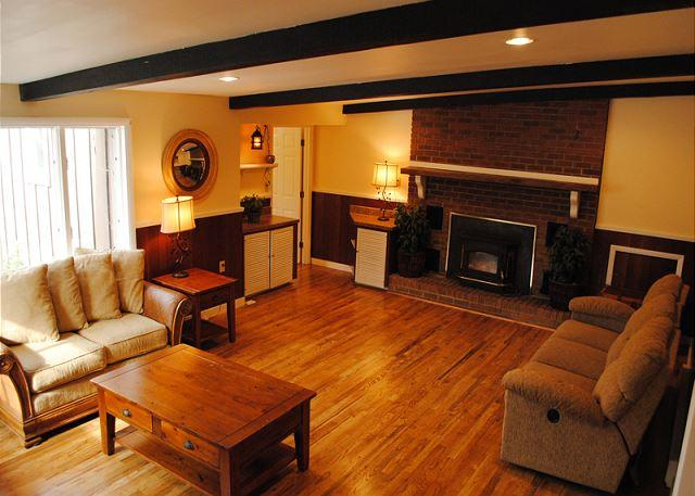 Spacious 3-bedroom Cabin minutes from Kentuck Knob and Ohiopyle!, vacation rental in Confluence