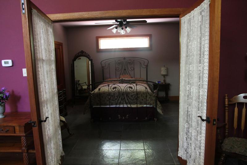 Guest House slaapkamer - Queen Bed inloopkast