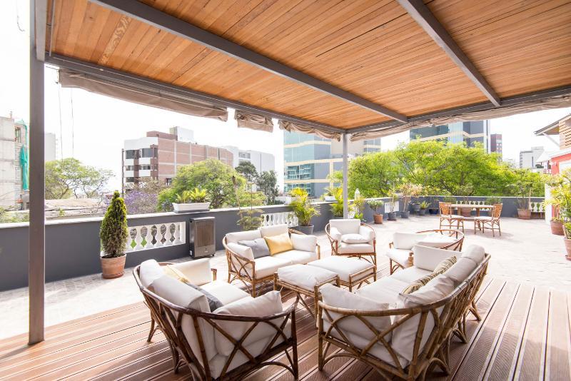 Shared sunroof terrace