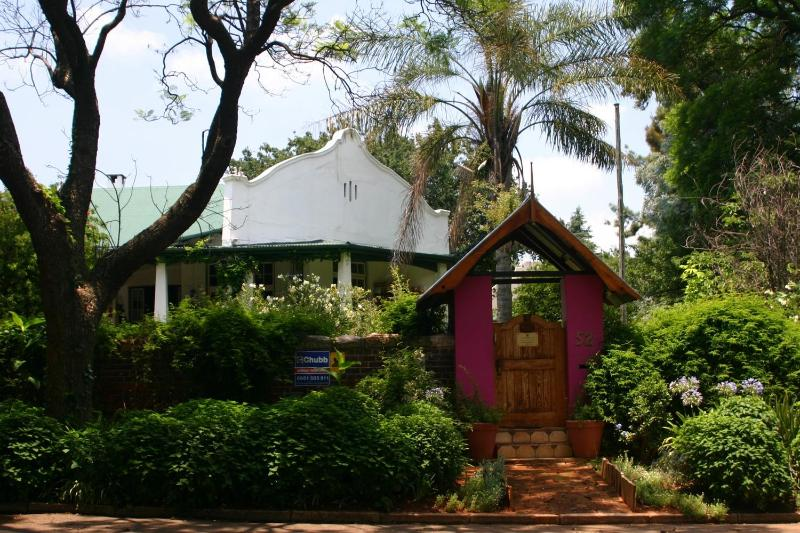 Champagne Accommodation at Lemonade prices., vacation rental in Johannesburg