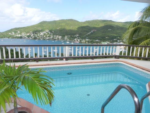 dompelen zwembad met uitzicht op Admiralty Bay