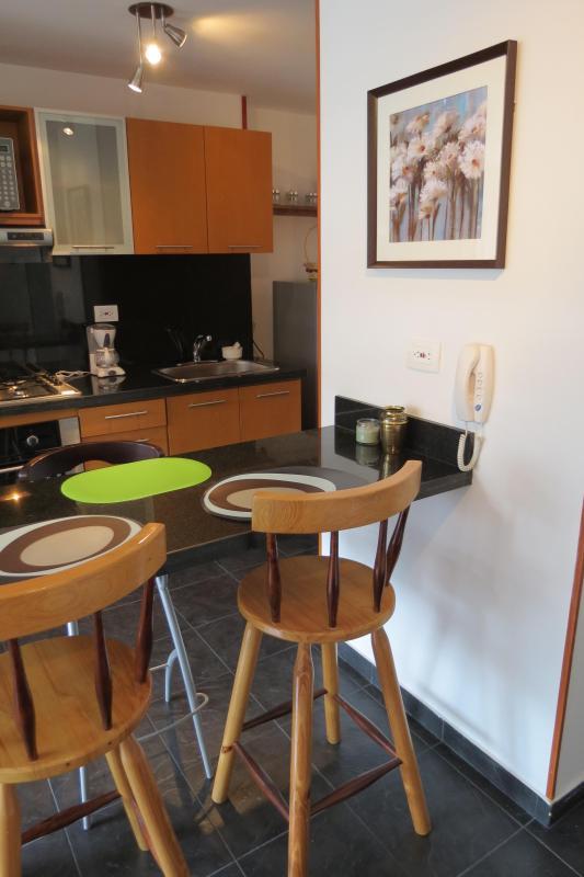 Dining bar+kitchen