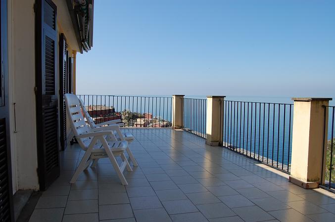 'LA TERRAZZA', astonishing terrace in a detached house with splendid view and silent private garden, casa vacanza a Cinque Terre