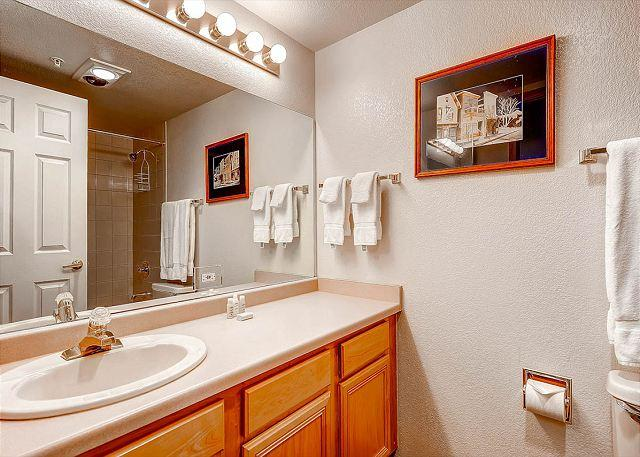 Towers at Lakepoint Bathroom Frisco Lodging