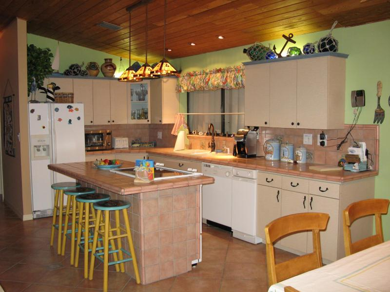 Complete Kitchen w/eat in kitchen island