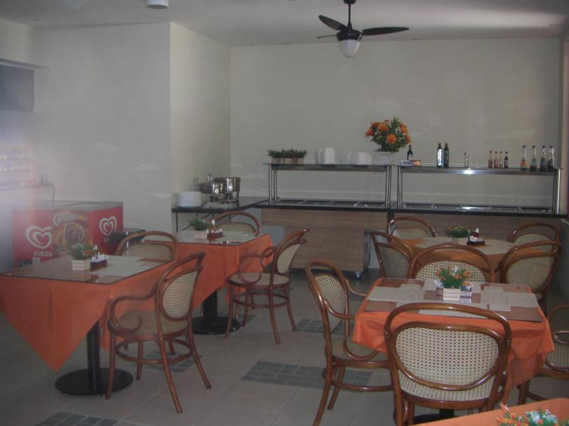 cafteria and lunch room
