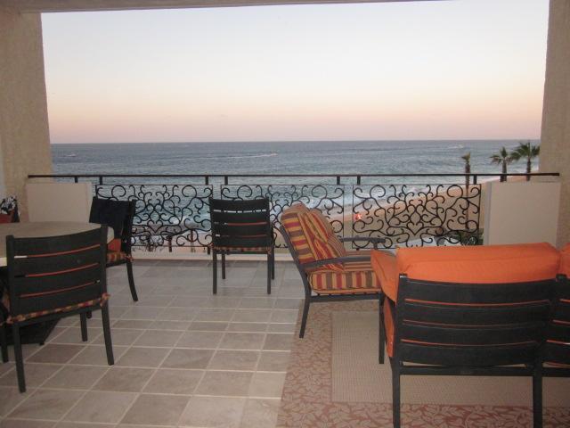 Wohnzimmer offen für Balkon mit wunderschönen Meerblick