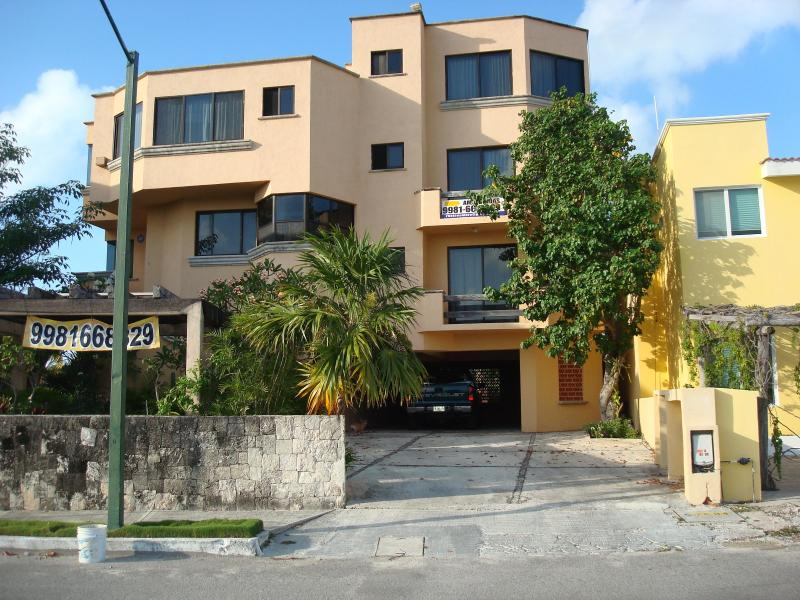 Lovely duplex apartment ideal for 4 adults and 2 kids., holiday rental in Colonia Luces en el Mar