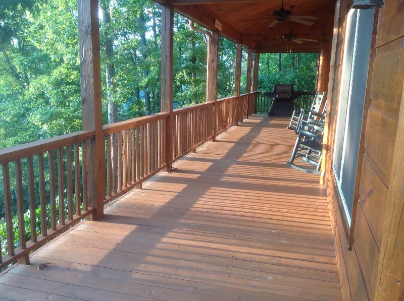 You are close to Heaven when you are at The Twin Peaks, holiday rental in Brasstown